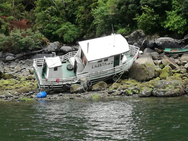 Dos mujeres desaparecidas tras naufragio de lancha con turistas en Palena