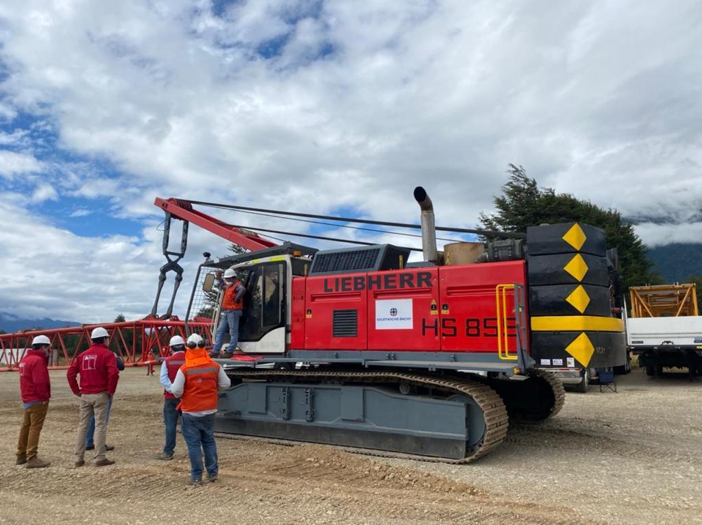 Llegó Maquinaria para realizar Compactación Dinámica del terreno para  familias de Puerto Aysén | Radio Las Nieves